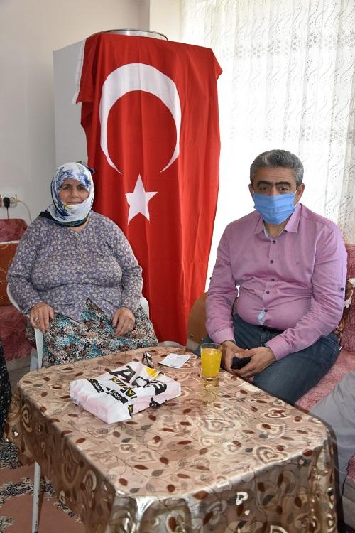 baskan-alicikdan-turk-bayrakli-anlamli-ziyaret-169087-1fb05abd379f57d98992d80f92b64082.jpeg