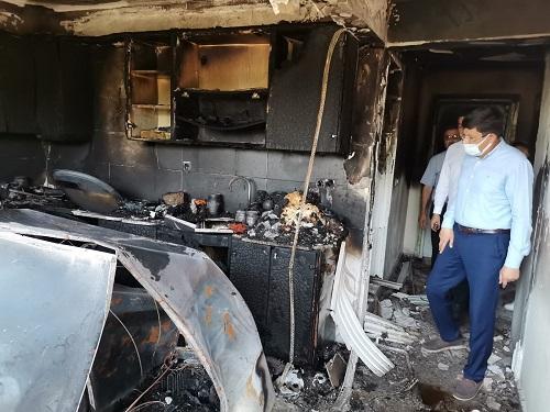 baskan-ozcandan-evleri-yanan-cifte-yardim-eli-230213-99c14fa40f505448a9946d76e21aacb8.jpg