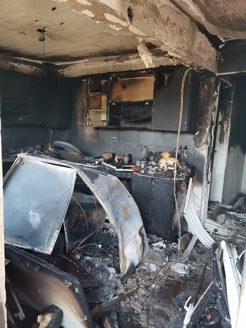 baskan-ozcandan-evleri-yanan-cifte-yardim-eli-230213-f493d50faf4b476797568953513dc5f4.jpg