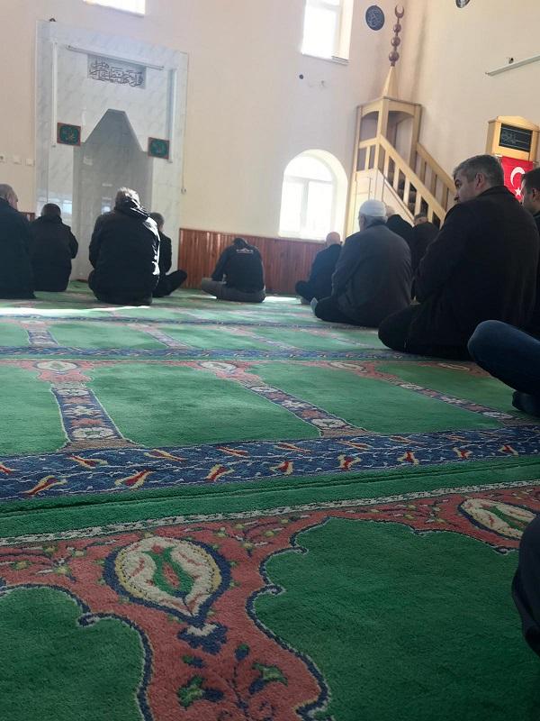 cuma-namazinda-imam-olmayinca-namazi-vatandas-kildirdi-88366-253b30f96d721e06b5fc928347076ff1.jpeg