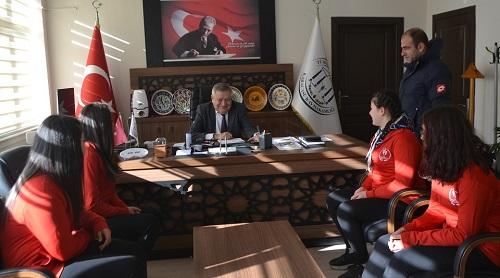 kiz-guresciler-turkiye-sampiyonasinda-karacasuyu-temsil-edecek-149110-f1d24127c13f122e553cecc405c0f5c7.jpg