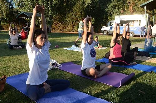 kusadasi-belediyesinden-dunya-yoga-gunu-etkinligi-222642-2336accaa7f5aba4502c12de9c13f18e.jpg