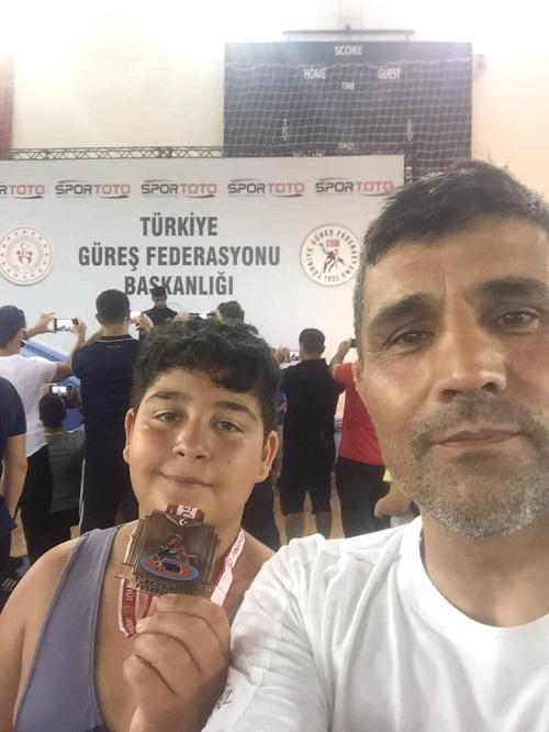 kuyucakli-guresci-turkiye-ucuncusu-221377-fdeaf7845fd1a4915a7d4e2376766a2f.jpg