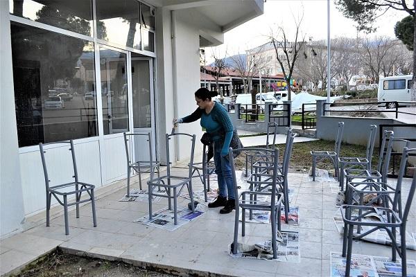 lokantanin-sandalyeleri-onun-elinden-gecti-91487-89534ee584ba49ff32436bcbc8fca916.jpg