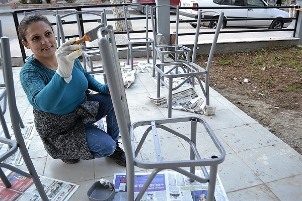 lokantanin-sandalyeleri-onun-elinden-gecti-91487-a773ec81936bade9566a91d7a22cd6a0.jpg