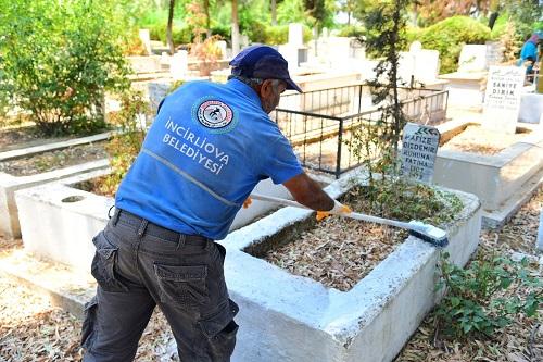 mezarliklar-bayrama-hazirlaniyor-225399-4e05bd14d92eebaa202140bf85e0c988.jpg