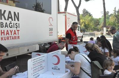 nazilli-cumhuriyet-okulu-ogrenci-velilerinden-kan-bagisi-kampanyasi-132333-aa13997fb89bde12b85ba1c8be9ccd25.jpg