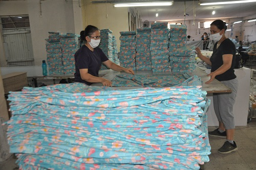 nazillide-tekstil-sektorune-kadin-eli-degiyor-180131-e5c6781e42b47e46bb587702040664ca.jpg