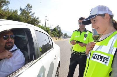 trafik-kurallarini-bu-kez-onlar-hatirlatti-106894-b7697a54ccee78d5a7972ddb9701b48a.jpeg