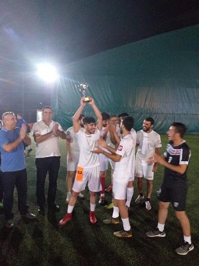 turnuva-sonunda-kupalarina-kavustular-117648-9af20f0488f2c8eb40f1c06e5d0eafa8.jpg