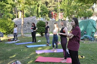 ucretsiz-yoga-etkinligi-ile-zihinleri-rahatlatiyor-106874-275591dfb116d1c9091d1d63f0a5f029.jpg