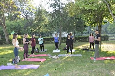 ucretsiz-yoga-etkinligi-ile-zihinleri-rahatlatiyor-106874-ba6da6edb8028c3bd3d456219d5dd8ed.jpg